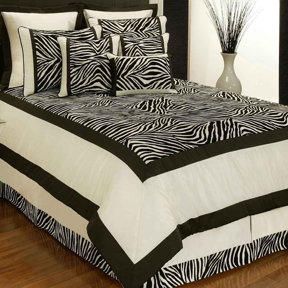 Sherry Kline Zuma Bed Comforter Set in Black and White