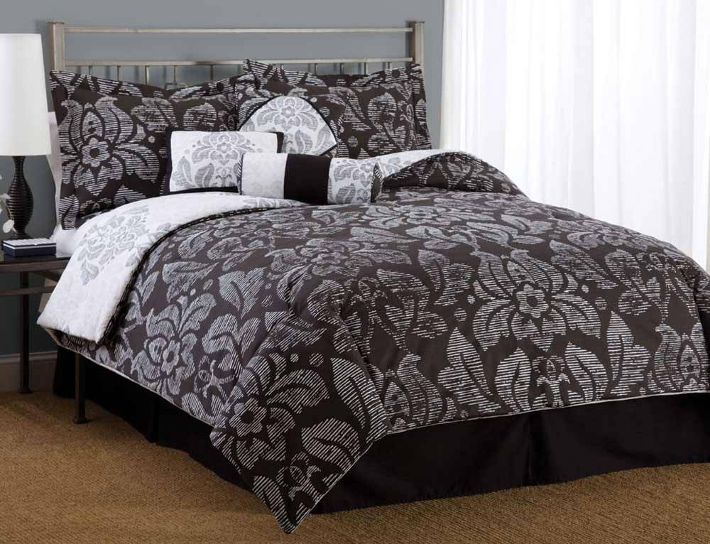 damask bedding flower motif in black and white