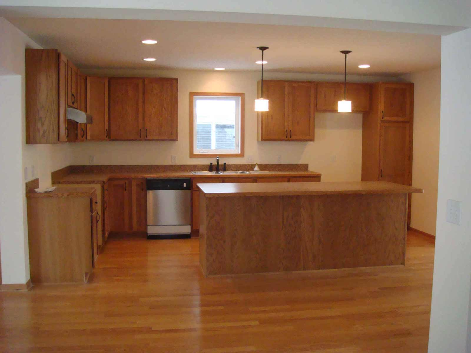 Laminate flooring kitchen feel the home for Hardwood floors kitchen