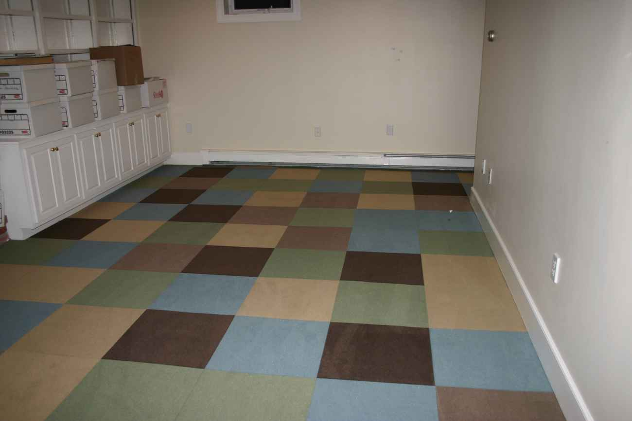 Rubber floor tiles rubber floor tiles at home depot for Best carpet for basements