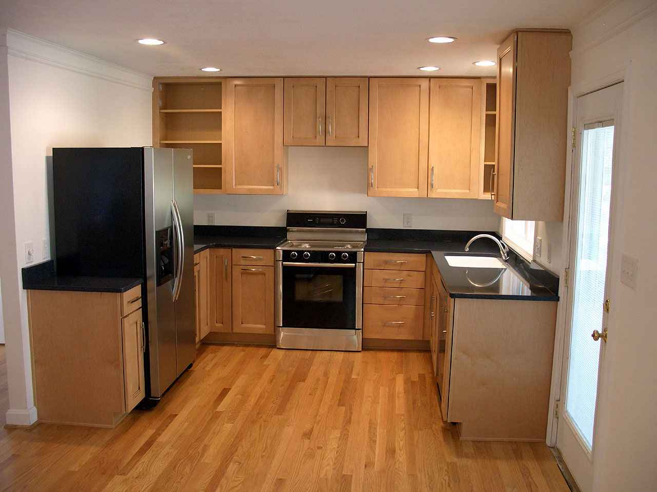 Cheap cabinets for kitchens shopping tips for Wood kitchen cabinets