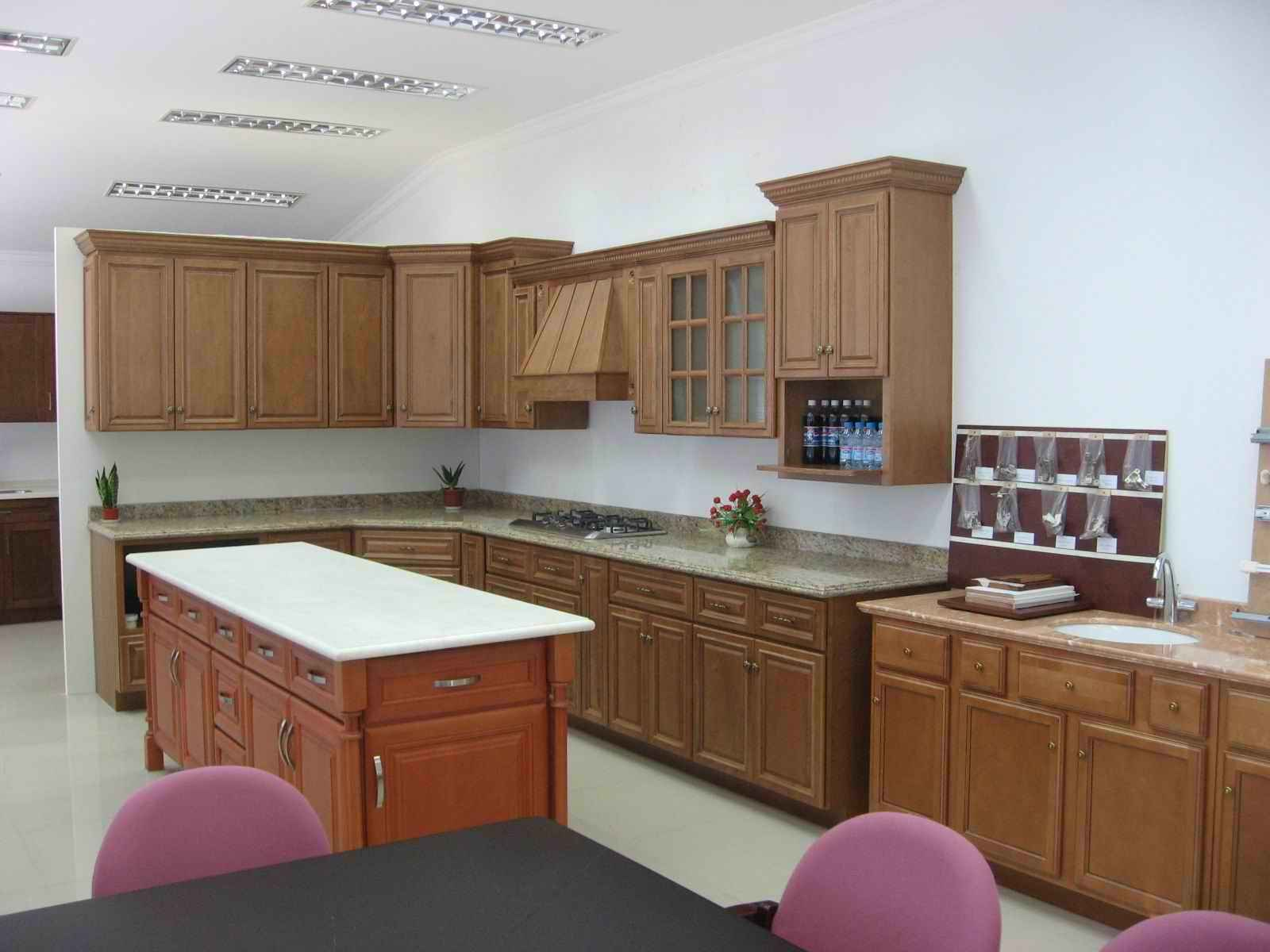 Cheap Kitchen Cabinet in Solid Wood