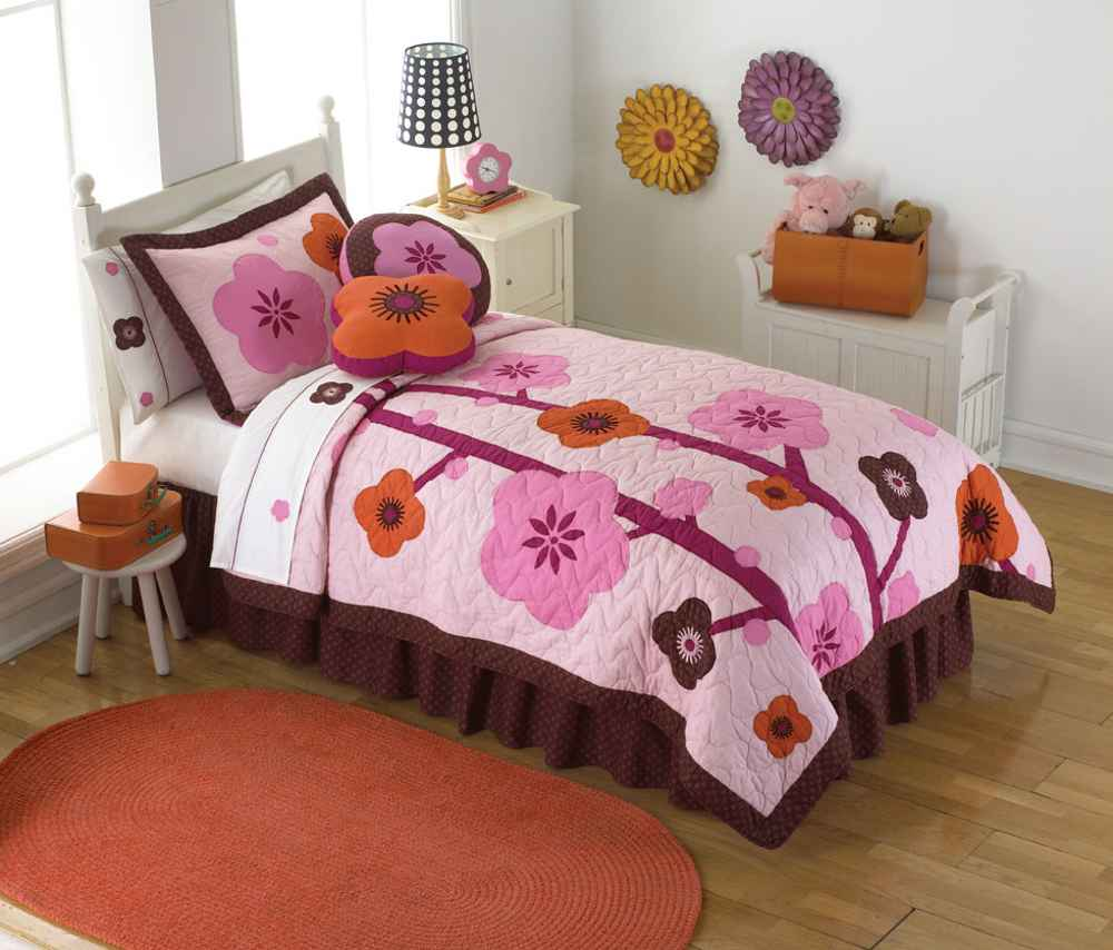 Girls Comforters in pink flower motif