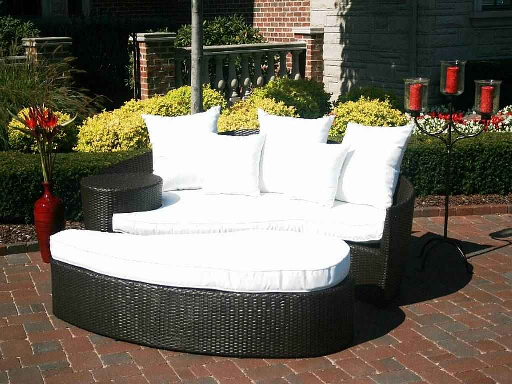 Black and White Wicker Patio Day Bed