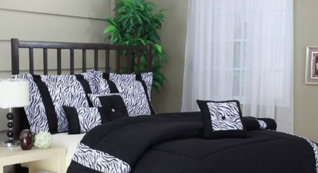 Black and White Bedroom Comforter Sets