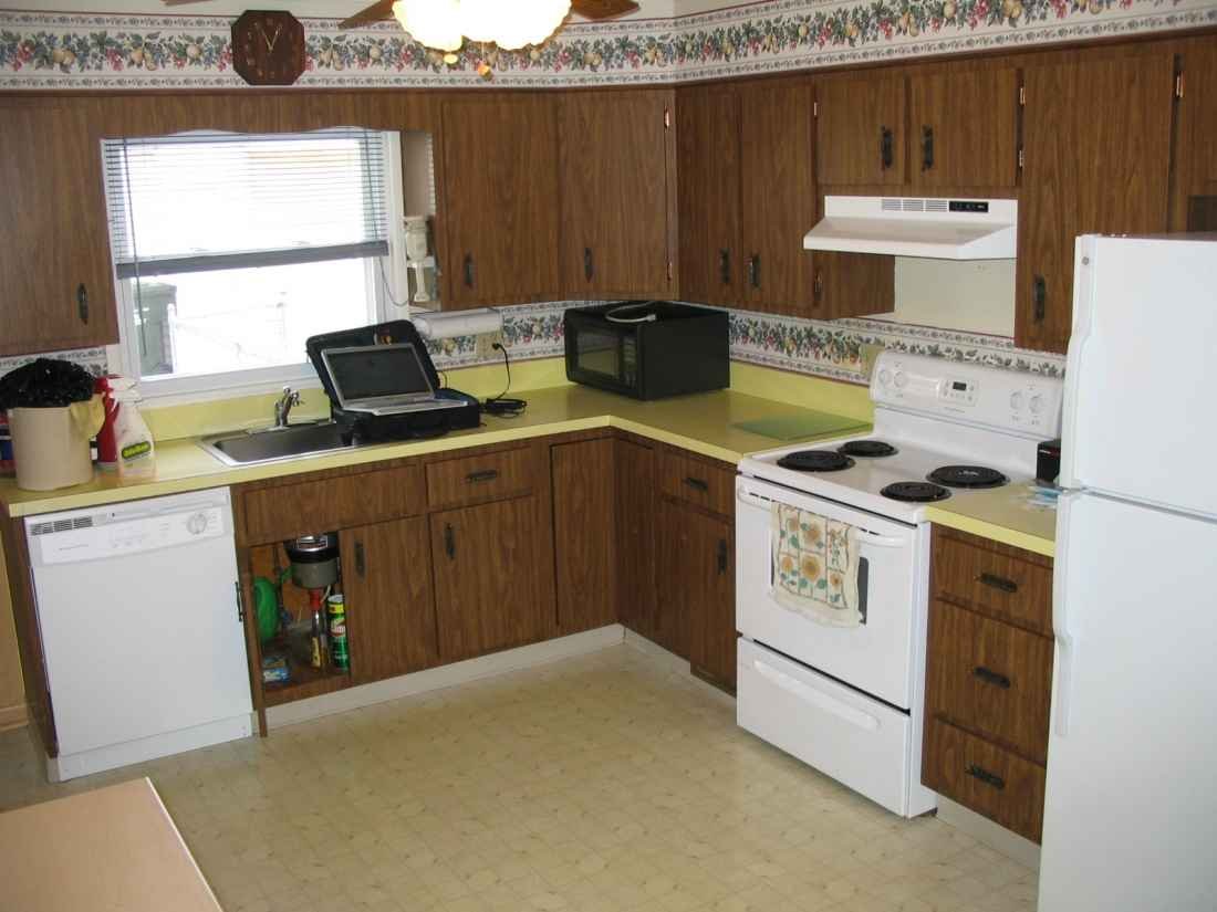 Cheap countertop ideas for your kitchen for Budget kitchen cupboards