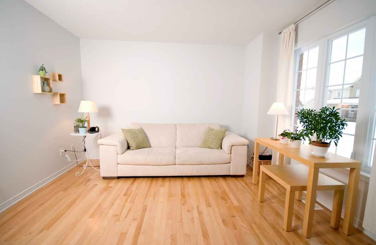 Oak hardwood floor finishes techniques for Nice living room design
