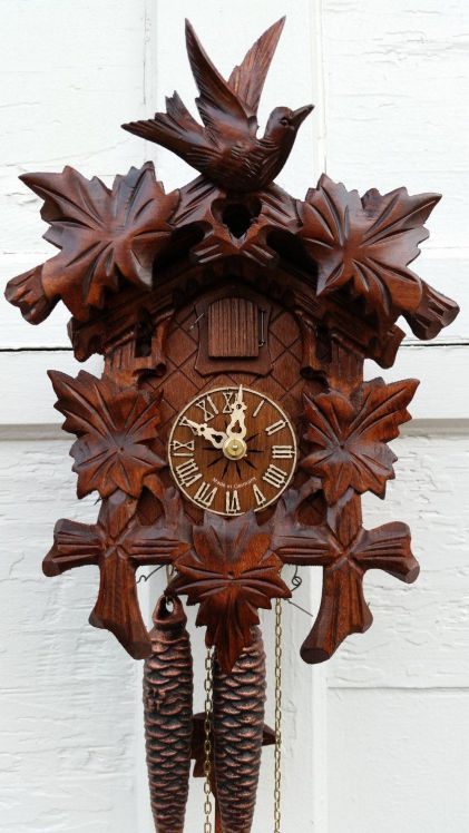 Bird and Leaf Cuckoo Clock