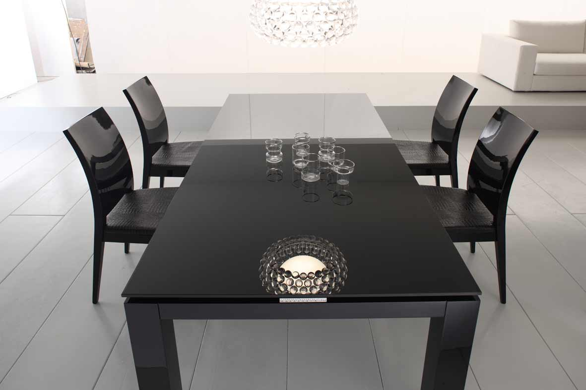Duval diamond glossy black dining room furniture collection