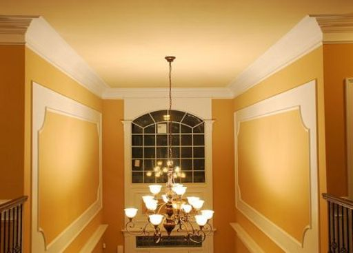 Flexible modern crown molding