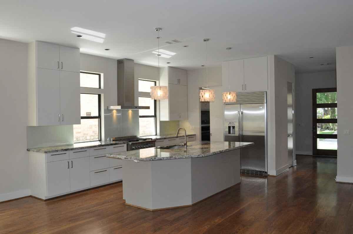 Bellaire modern kitchen appliance in stainless steel theme