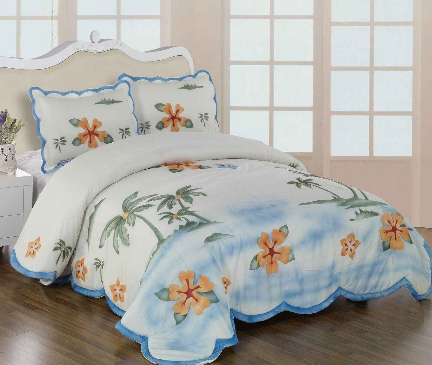 Queen size beds comforter in flower motif
