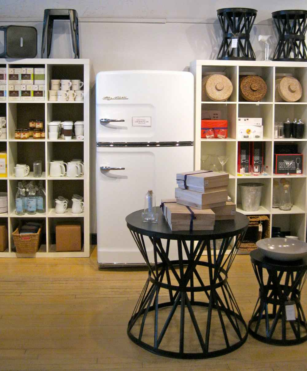 Refrigerator freezer design for kitchen