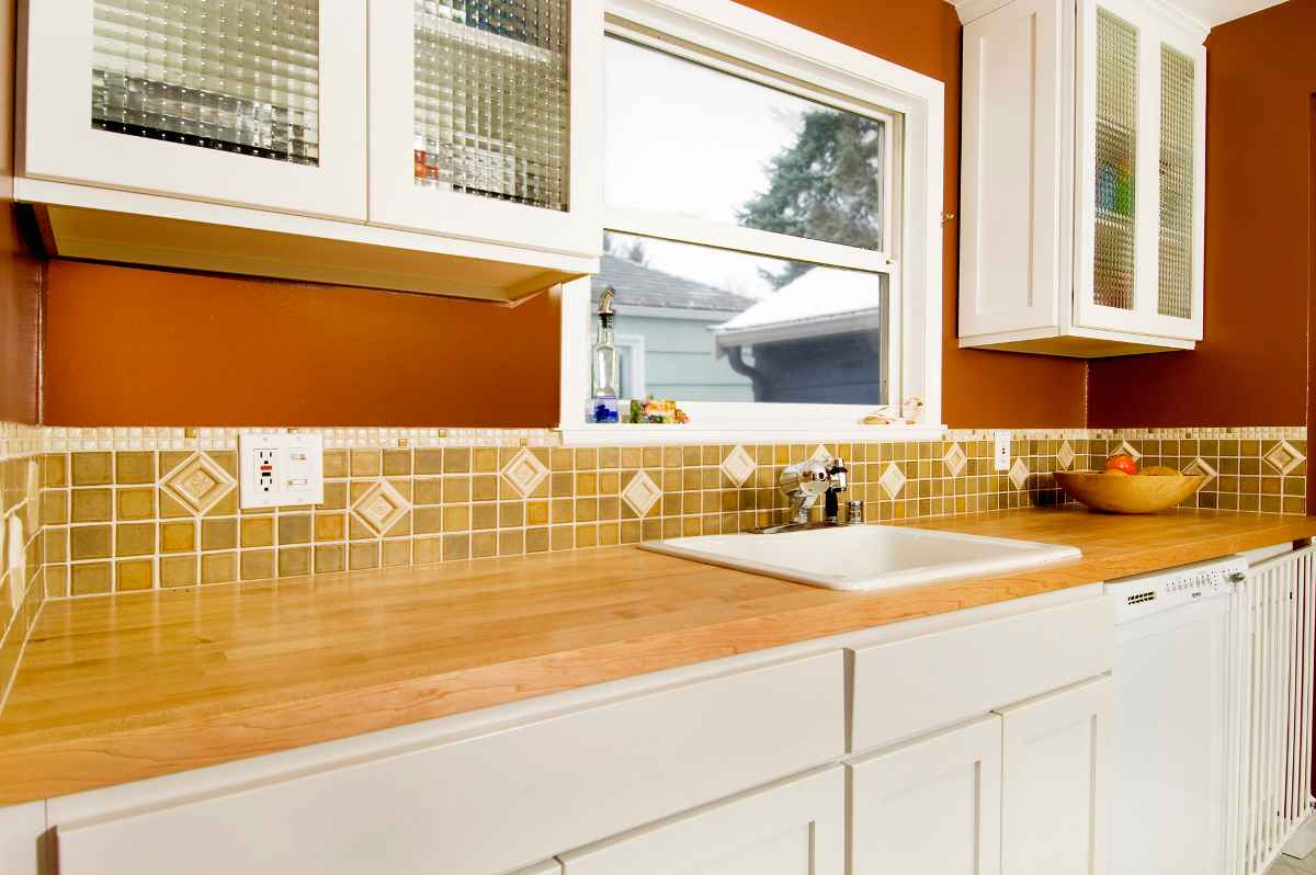 Tile Kitchen Backsplash in Wooden Motif